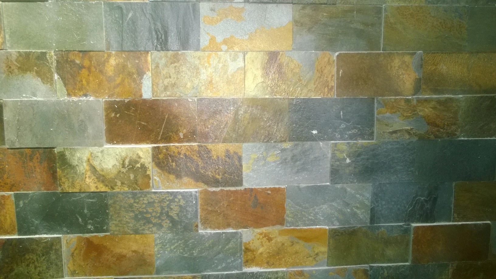 Tường ốp đá đa sắc