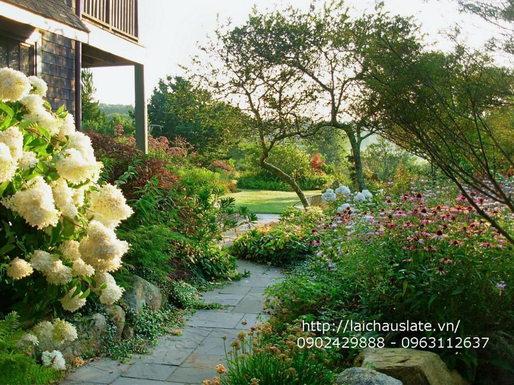 Mẫu thiết kế dùng đá tự nhiên ốp lát sân vườn