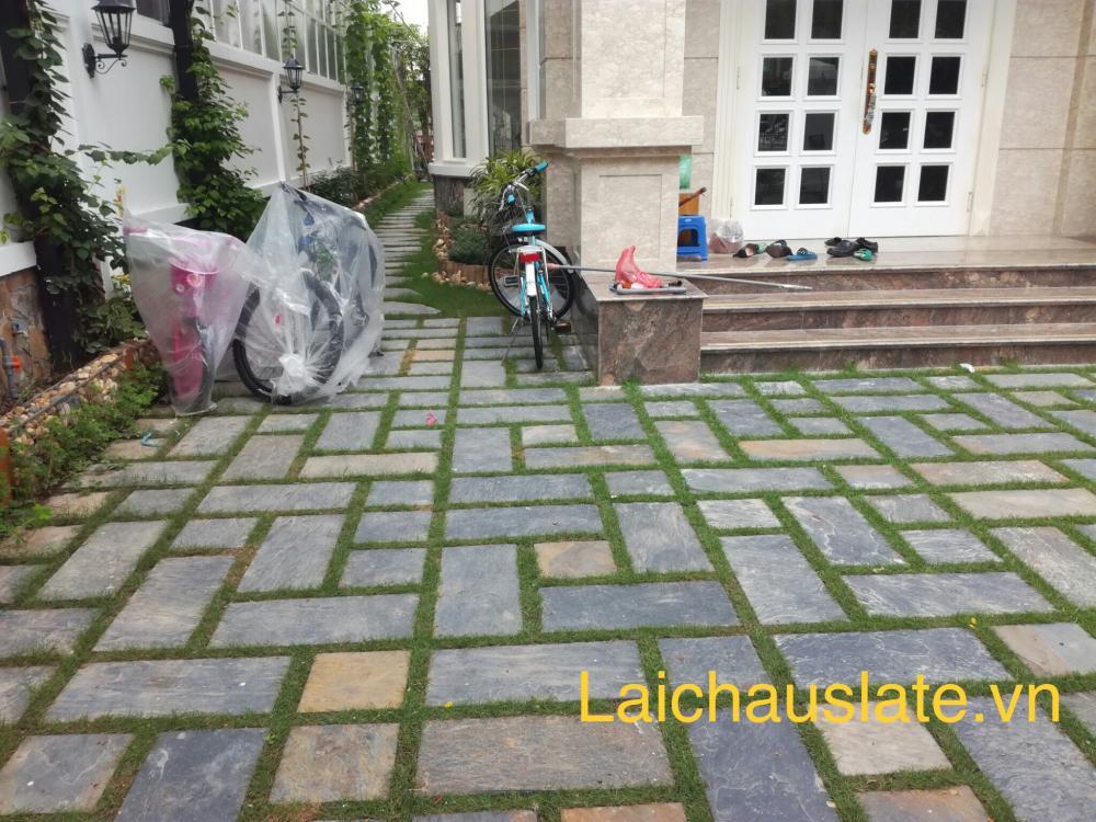 Sử dụng đá phiến lát sân vườn, làm tăng thêm giá trị cho ngôi nhà của bạn