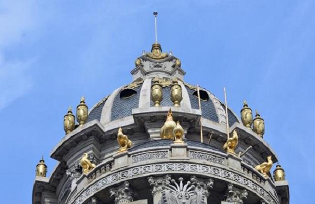 Choáng ngợp lâu đài gà vàng của đại gia Hà Nội, uy nghi như cung điện vua chúa với phong cách Tân cổ điển
